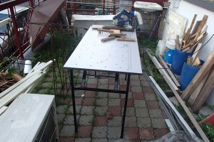 Table with circular saw overall view