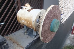 Disk sander ready to use. Support for work piece will be added in later.